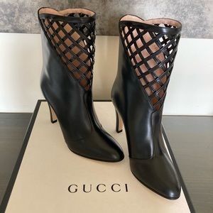 New Gucci Black Leather Cut out boot 36